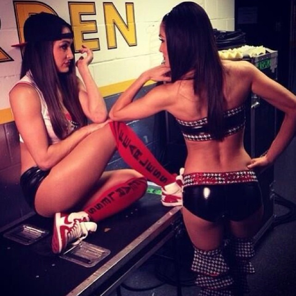 Hot Backstage Photos Of Wwe Diva Brie Bella Pwmania Fit Slim