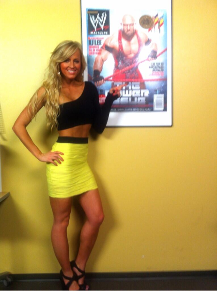 Photos Of Wwe Diva Summer Rae In Hot Tight Outfit Ripped Jeans