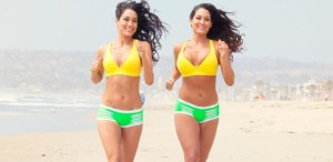 bella-twins-beach