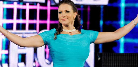 Photos: Stephanie McMahon Booty Shot & Pokes Out Of Her Tight Dress At WWE Payback | PWMania.com