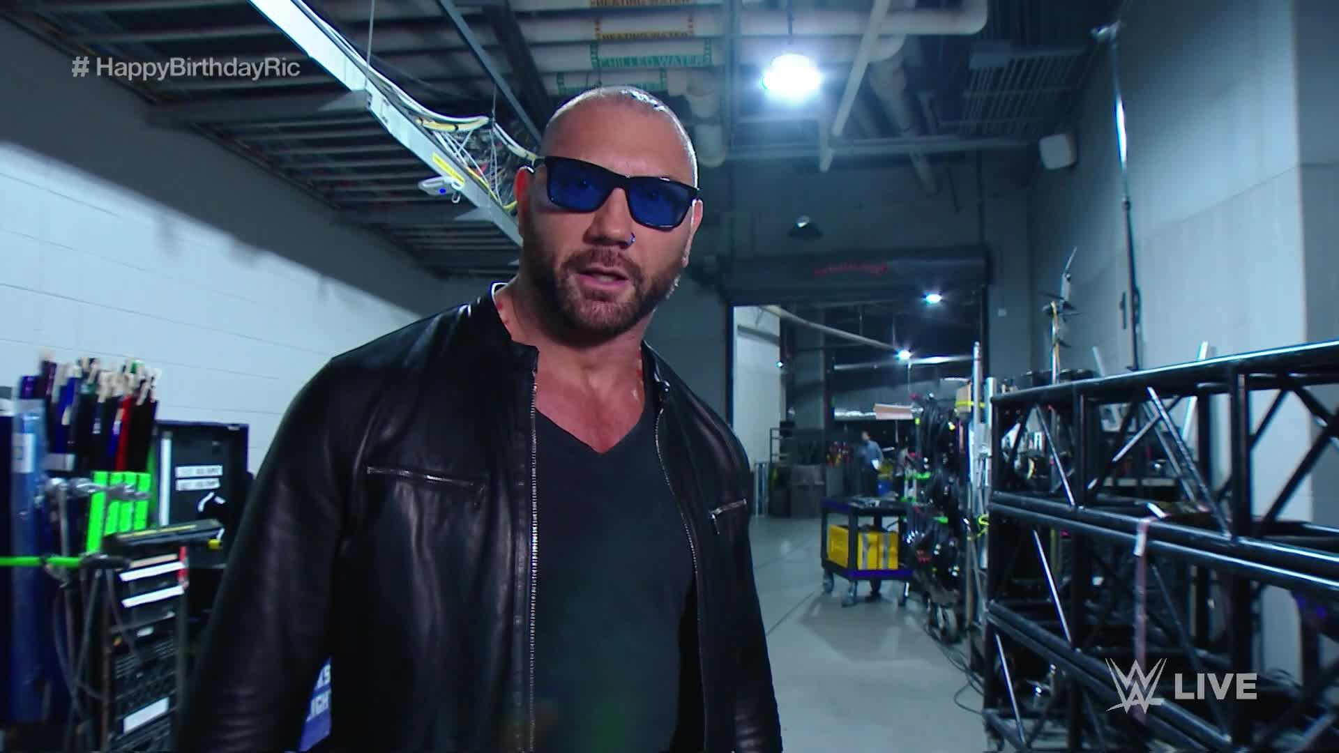 Batista Makes His Return To WWE At The End Of RAW, Sends ...